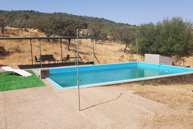 Amazing villa with swimming-pool, holiday rental in Segura de Leon