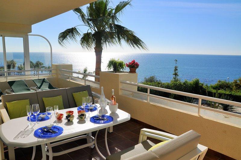 Spectacular 3 bedrooms Sea Views apartment, vacation rental in El Faro