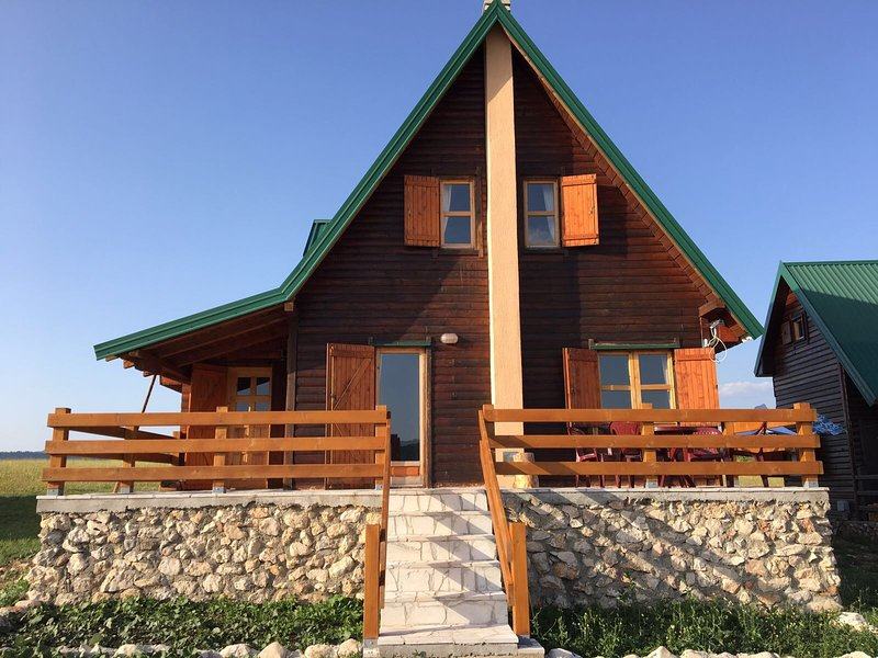 Stunning 2-Bed Cottage with in Žabljak, vacation rental in Zabljak Municipality