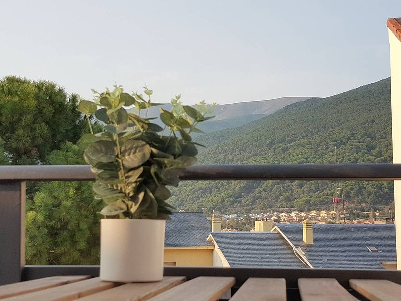 Apartment with mountain view, vacation rental in El Real de San Vicente