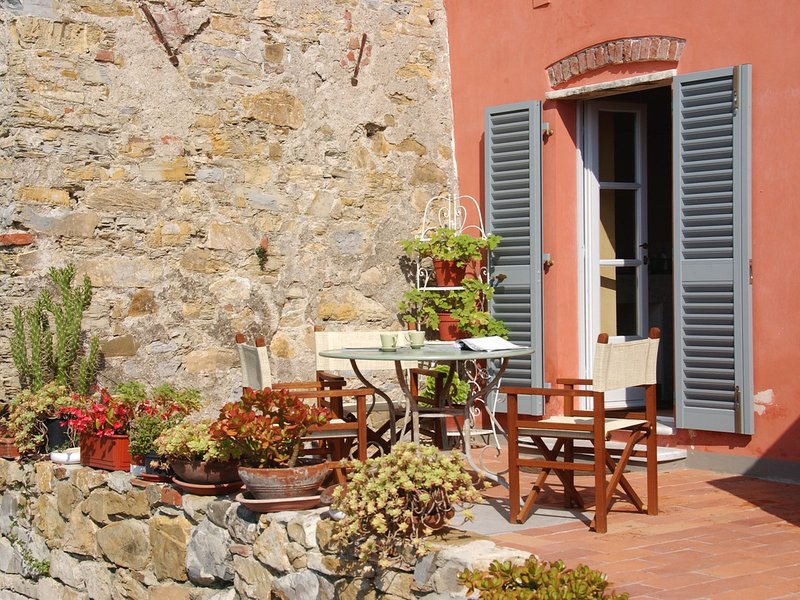 Castelnuovo Magra Apartment Sleeps 4 with Pool and Air Con - 5313037, casa vacanza a Nicola