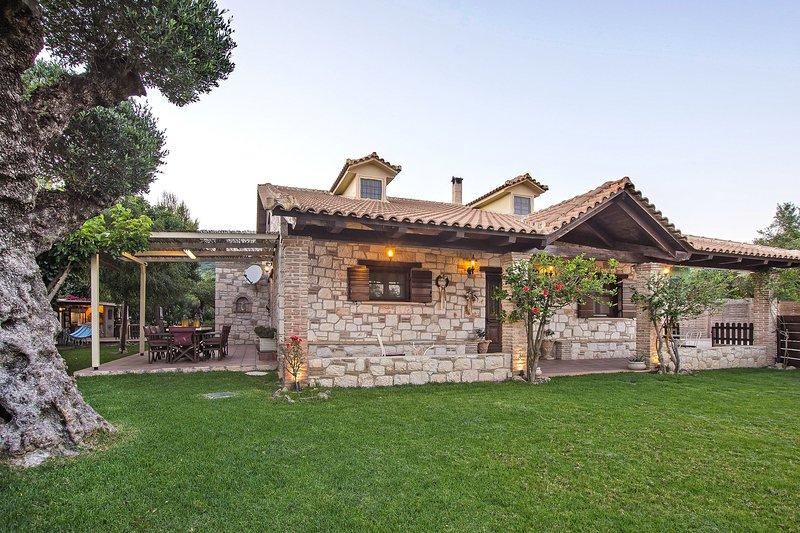 Art-House Villa, aluguéis de temporada em Kallithea