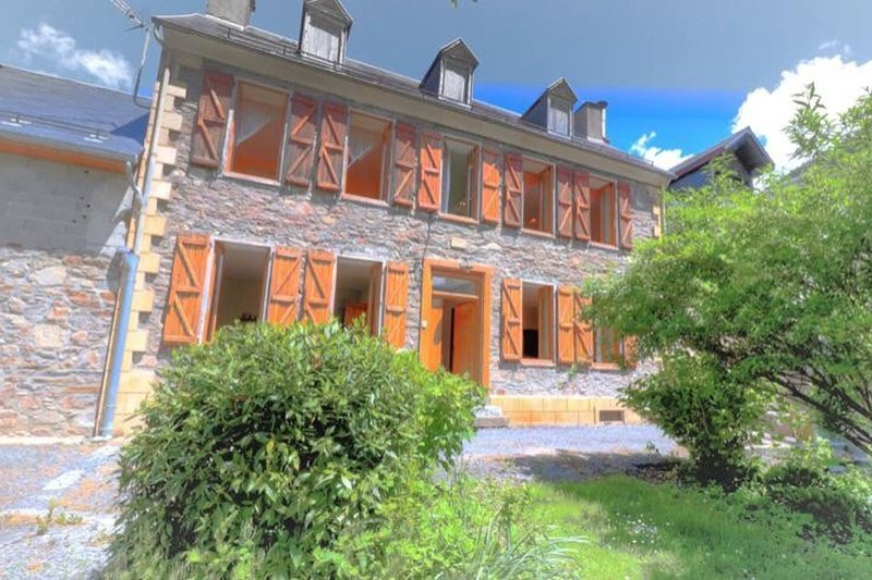 Big house with mountain view & Wifi, holiday rental in Saint-Mamet