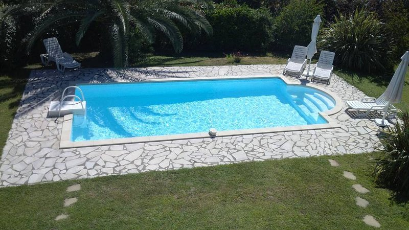 Nice villa with swimming-pool, alquiler de vacaciones en Solaro