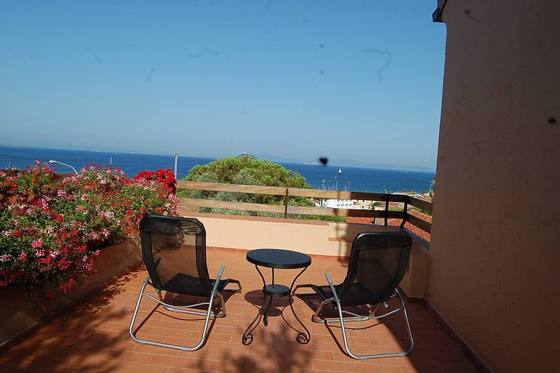 Spacious house with sea view & Wifi, vacation rental in Cavo