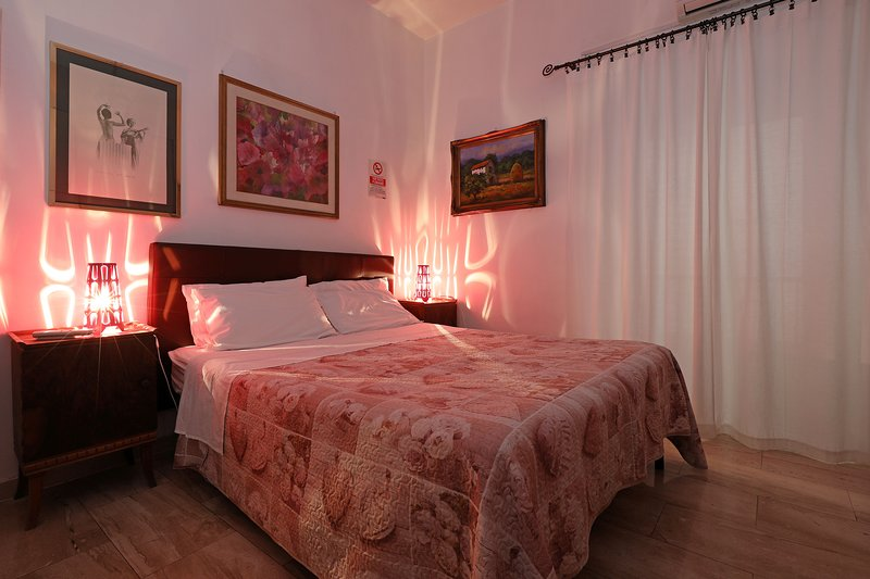 Rome Vatican Flat (3 minutes walk to the Vatican) central, quiet and cozy, vakantiewoning in Rome