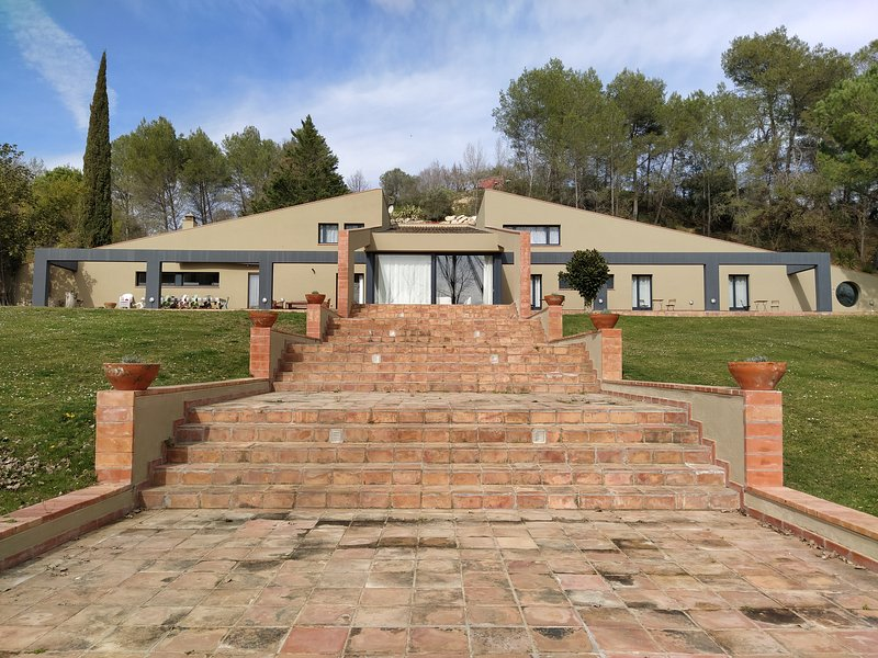 Can Guixera - Casa contemporánea y su estanque, holiday rental in Sant Esteve de Llemena