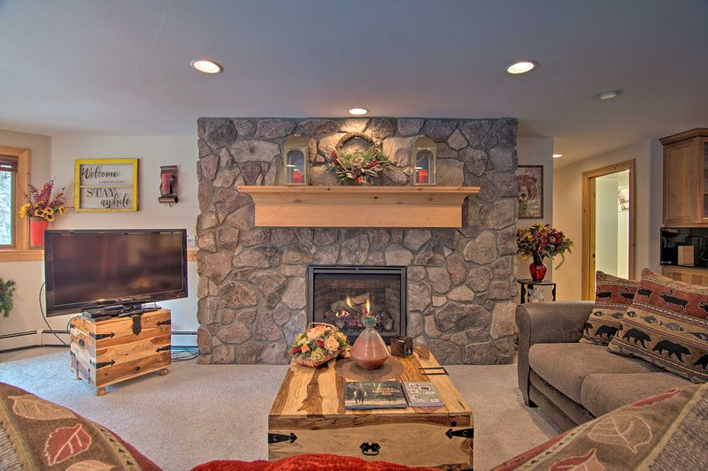 NEW! Fall River Hideaway Only 3 Miles to Rocky Mtn, holiday rental in Estes Park