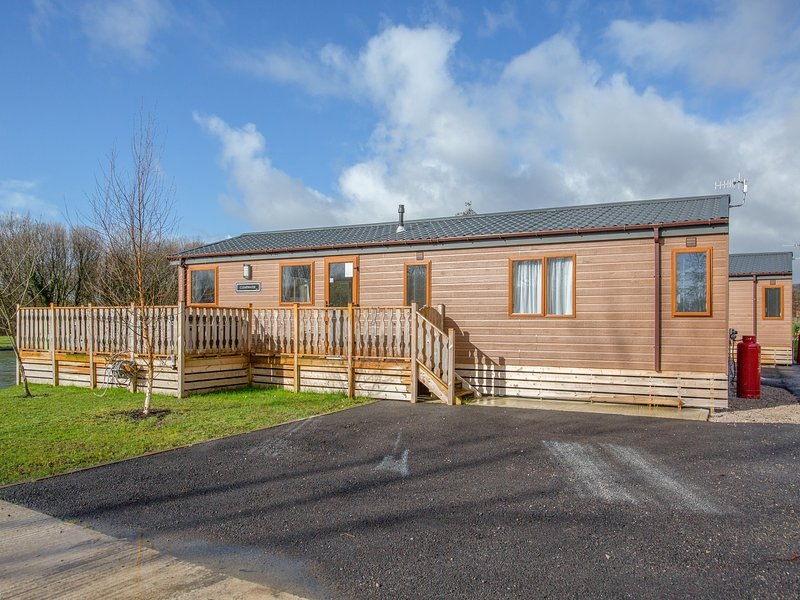 Coniston 11 (Platinum 3 bed, pet with Hot Tub), South Lakeland Leisure Village, casa vacanza a Yealand Redmayne