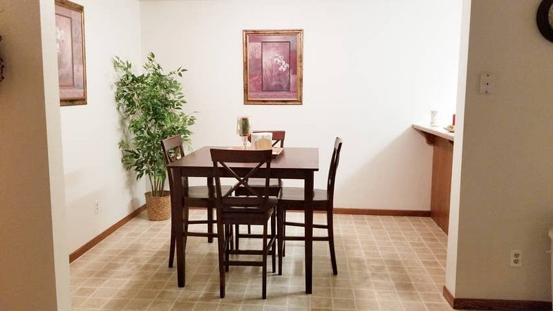 Wahpeton, ND Nice 2 Bed Condo Across from NDSCS, vacation rental in North Dakota
