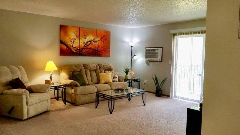 Spacious 3 bedroom apartment in Wahpeton sleeps 10, vacation rental in North Dakota