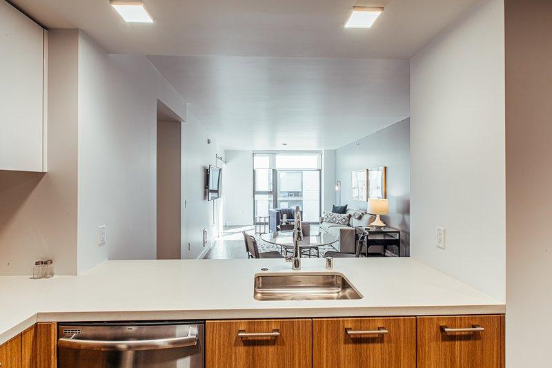 SoMa Luxury Apartment - Walk anywhere!, holiday rental in San Francisco