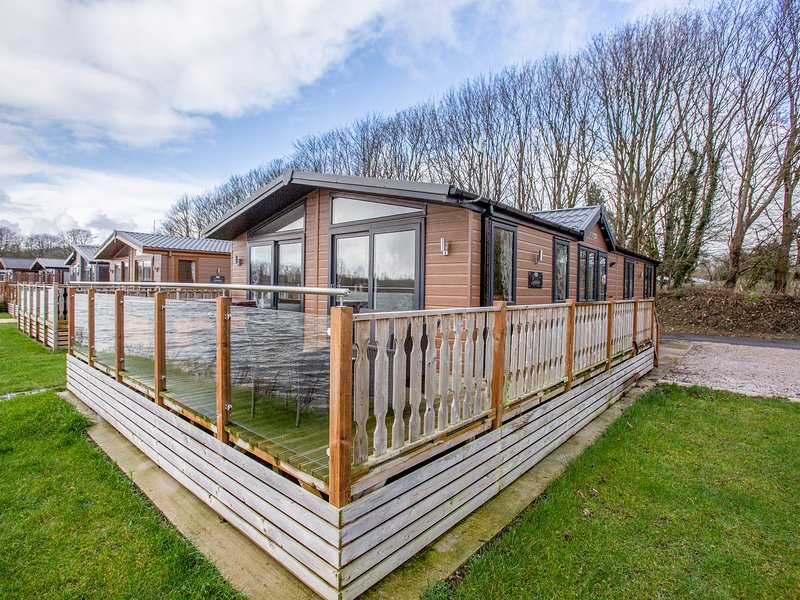 Capernwray 21 (Platinum 3 Bedroom-Pet with Hot Tub), South Lakeland Leisure, casa vacanza a Warton