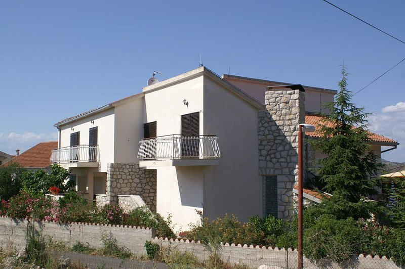 Zablace Apartment Sleeps 5 with Air Con - 5462586, holiday rental in Zablace