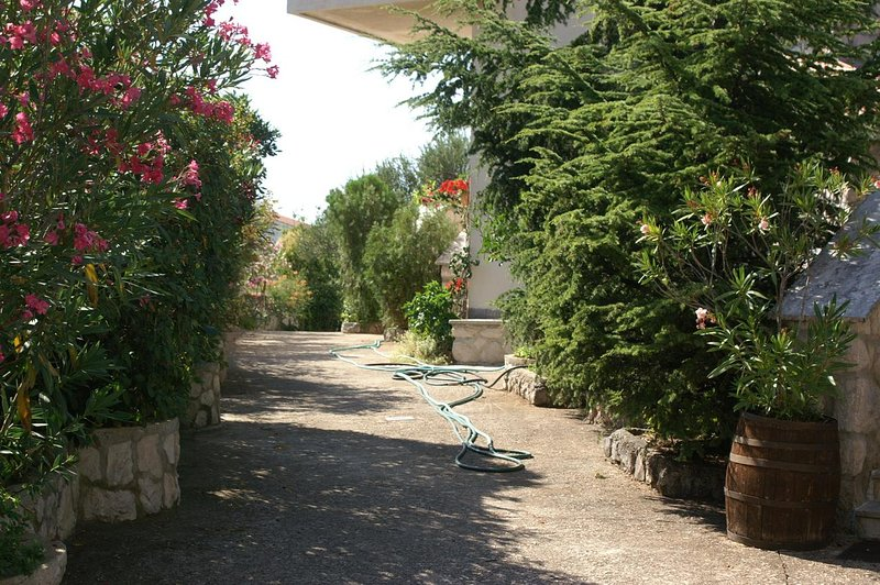 Zablace Apartment Sleeps 2 with Air Con - 5462609, holiday rental in Zablace