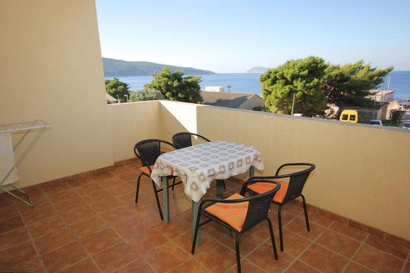 Komiza Apartment Sleeps 5 with Air Con - 5468971, holiday rental in Zena Glava