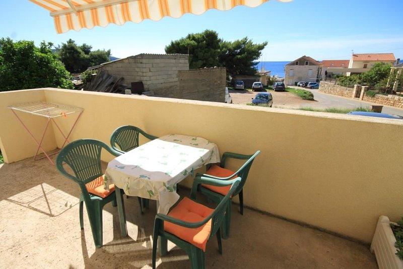 Komiza Apartment Sleeps 5 with Air Con - 5468973, holiday rental in Zena Glava