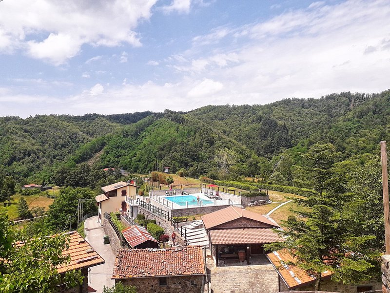 Castagnola Apartment Sleeps 9 with Pool and WiFi - 5242206, Ferienwohnung in Sillano