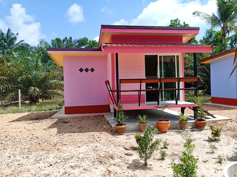Win Gray Homestay - Purple, vacation rental in Pathio
