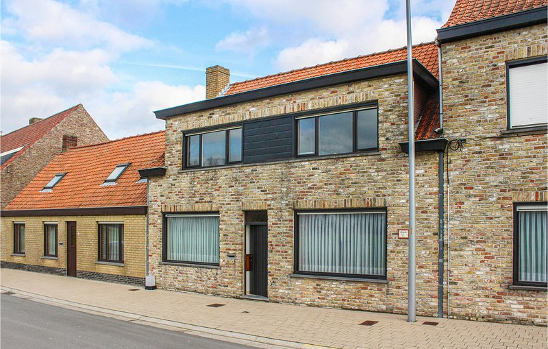 Stunning home in Damme with WiFi and 2 Bedrooms (BVA167), holiday rental in Retranchement