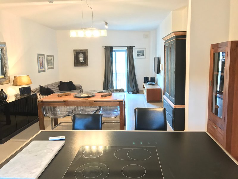 Luxurious Apartment in Sliema, alquiler de vacaciones en Sliema