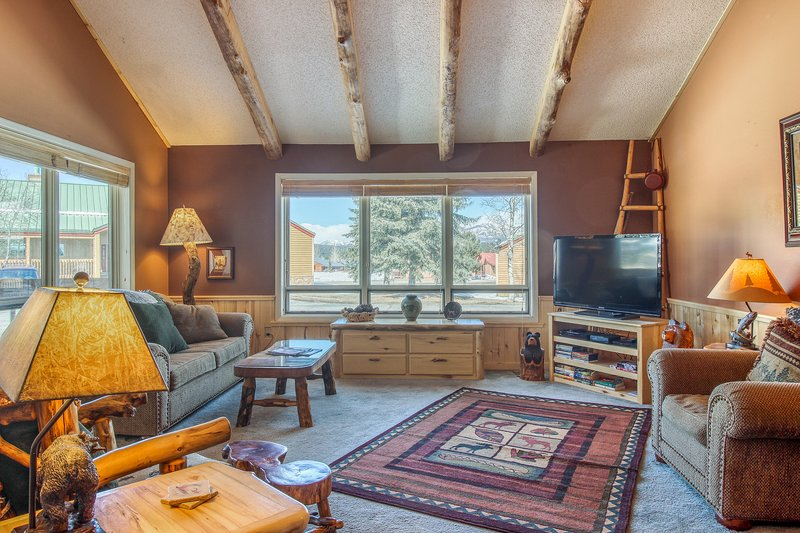 Cozy condo w/covered porch & view - near golf & ski area, dogs OK, holiday rental in Pagosa Springs