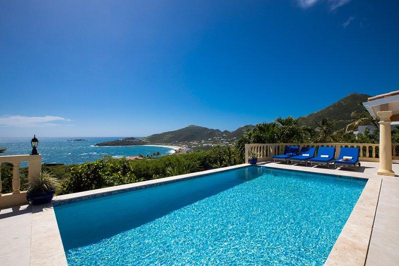 Premier VRBO & Airbnb Villa ★ Very Private, Breathtaking Views & Serene ★, alquiler de vacaciones en Oyster Pond