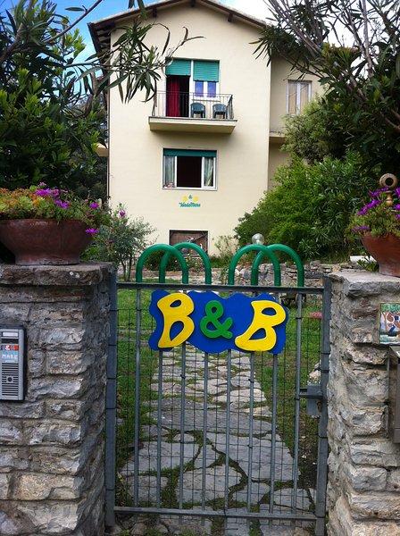 Appartamento Verdemare, nel verde della pineta vicino al blu del mare!, holiday rental in Tirrenia