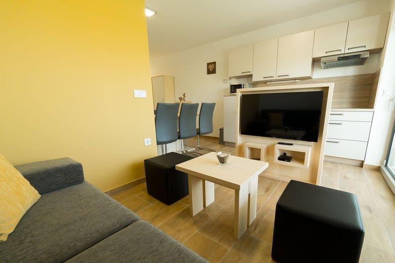 NEW ☆ Apartments Banonia ☆ Morning Dawn ☆, location de vacances à Destrnik