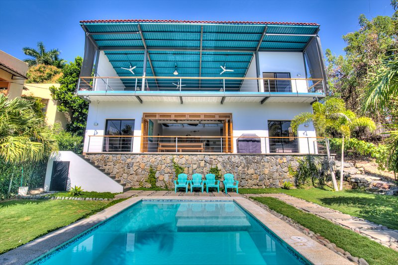 OneWaveSurfHouse at Sunzal & El Tunco beaches - BRAND NEW PRIVATE LUXARY VILLA!, alquiler de vacaciones en El Salvador
