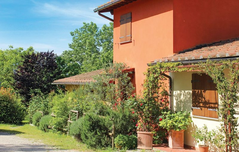 Casa Rossa vicinanza Circuito Mugello, vacation rental in Borgo San Lorenzo