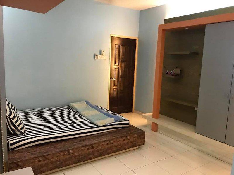 Medium Room Bukit Tinggi 2, Klang, holiday rental in Klang