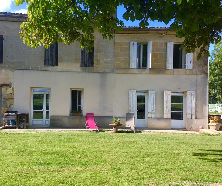 Maison chaleureuse en bord de Dordogne, holiday rental in Saint-Louis-De-Montferrand
