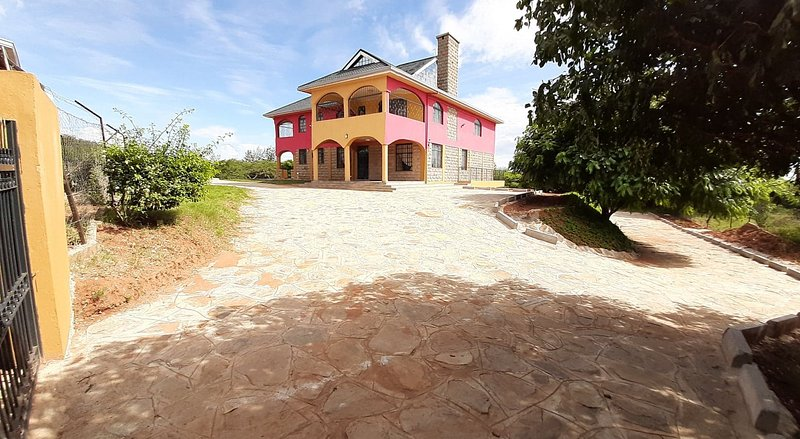 Fresh air, Solar,Spacious rooms balconies and farm., holiday rental in Eastern Province
