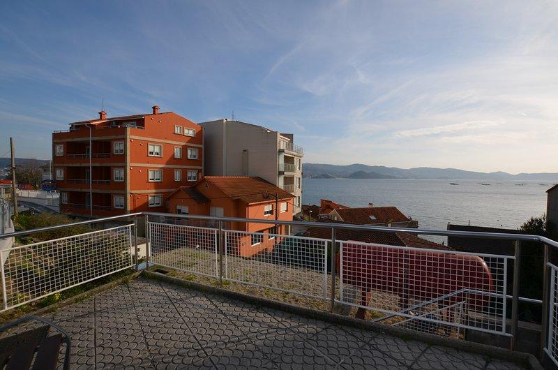 Apartamentos Xulia en Raxó, Poio, holiday rental in O Covelo