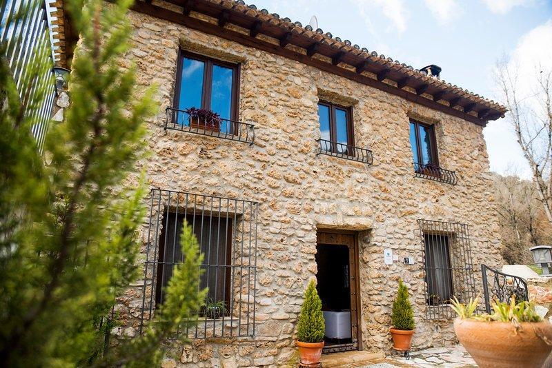 Villa en Algarinejo Granada con piscina privada, holiday rental in Loja