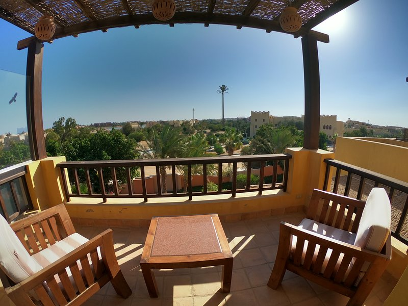 2Bdr Apartement with big rooftop terrace and pool, vacation rental in El Gouna