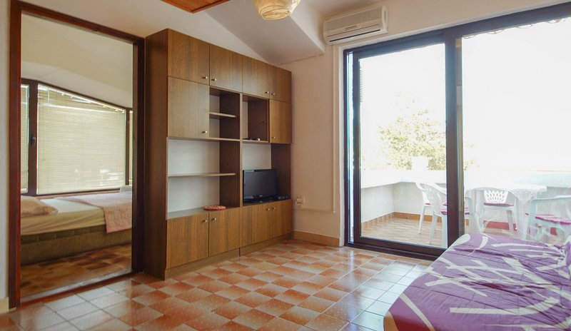 Holiday home 163508 - Holiday apartment 164796, vacation rental in Batomalj