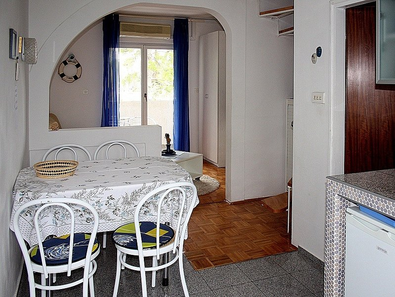 Holiday home 165981 - Holiday apartment 169734, holiday rental in Milcetici