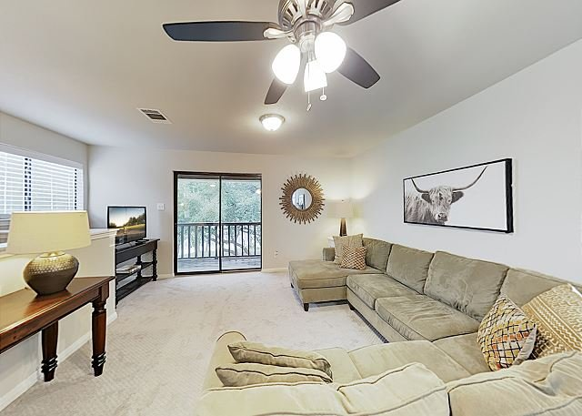 New Listing! Lovely Hill Country Getaway w/ Large Balcony, Near Attractions, vacation rental in Dripping Springs