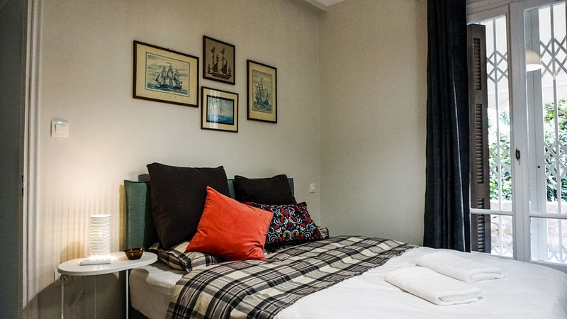 A Happy Stay by Edem Beach 2Br 6 Adults, holiday rental in Paleo Faliro