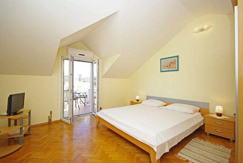 Holiday home 162305 - Studio apartment 162432, location de vacances à Sumartin