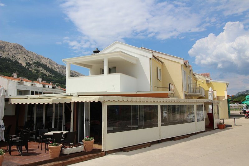 Holiday home 110146 - Holiday apartment 86469, vacation rental in Batomalj