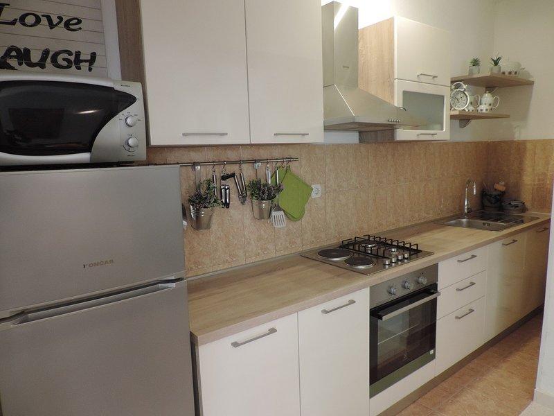 Holiday home 181008 - Holiday apartment 205311, alquiler de vacaciones en Kastel Stari