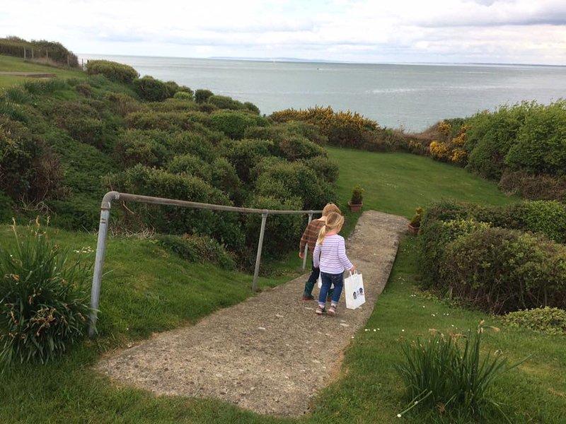 Gångväg från bungalow till strand