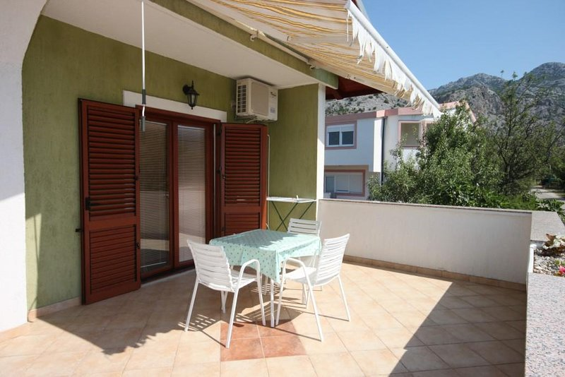 Marasovici Apartment Sleeps 3 with Air Con - 5466288, holiday rental in Seline