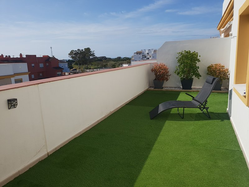 Ático ámplia Terraza +parking + piscina comunit + wifi gratis Punta Candor Rota. – semesterbostad i Rota
