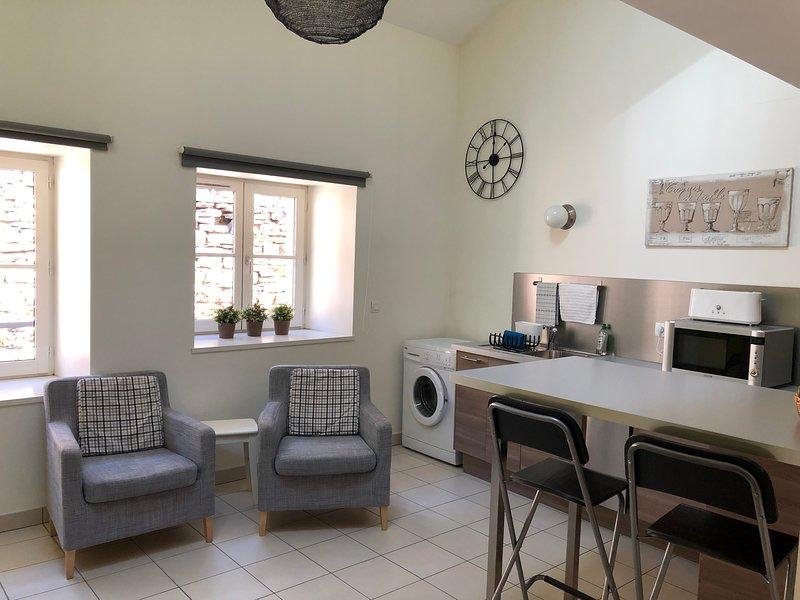 Le Chemin de ronde-Studio avec mezzanine-2 pres, holiday rental in Hieres-sur-Amby