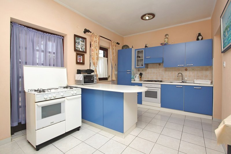 Holiday home 178953 - Holiday apartment 199404, location de vacances à Zubovici