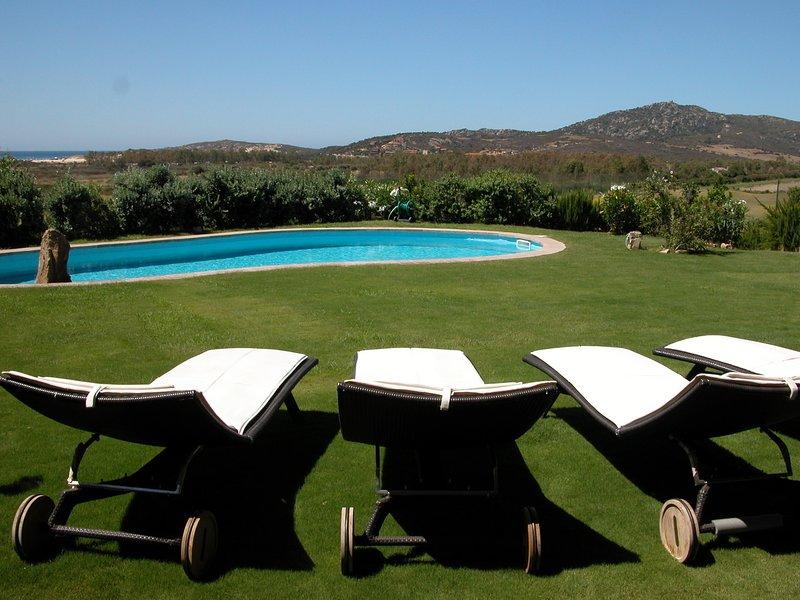 Stupenda villa raffinata con infinity-pool, vista panoramica, tutto molto curato, holiday rental in Setti Ballas